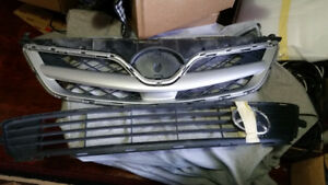 2011-2013 toyota corolla oem factory upper and lower grill