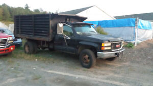 1997 GMC C/K 3500 Dump body  4x4 with3300$ or trade for half ton