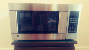 Micro-ondes Ge stainless