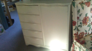 2 Commodes Vintage