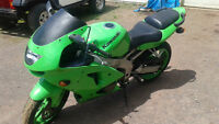Kawasaki zx6r $2200 in great cond.