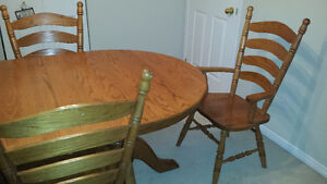 Solid Oak dining room table with 6 chair extends to 10 feet.