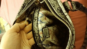 AUTHENTIC GUESS PURSE IN GOOD CONDITUON St. John's Newfoundland image 3