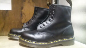 Doc Martens - Black Smooth Leather - Men's 7 - Reduced Price