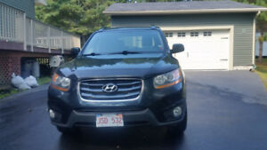 2011 Hyundai Santa Fe, AWD with remote start , winters are on