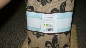 BRAND NEW NEVER USED 1.5 YRDS CRAFTY CUTS FLEUR DE LIS Kitchener / Waterloo Kitchener Area image 6