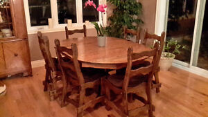 Table avec rallonge et 6 chaises - Dinning table with 6 chairs