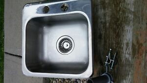 DROP IN BAR SINK STAINLESS 15 BY 15 4 INCH CENTERS