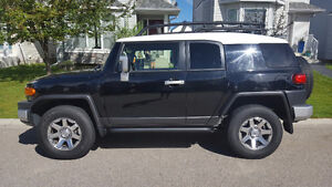 2014 Toyota FJ Cruiser Urban SUV, Crossover - LOW KMs
