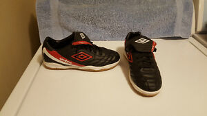 Youth Umbro Porto Indoor Soccer Shoes - Size 5 - Never Worn