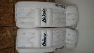 BRIANS GOALIE GEAR ALMOST NEW INCLUDES NEVER USED GLOVE