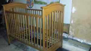 Baby Crib - convertable to bed