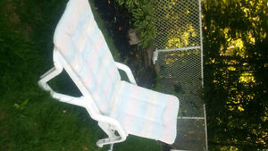 WHITE LOUNGER AND PAD Cambridge Kitchener Area image 1