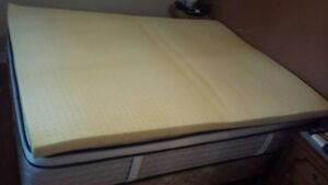 "REDUCED $ _ Memory foam topper _ queen, 60"" x 80"" _ barely used"