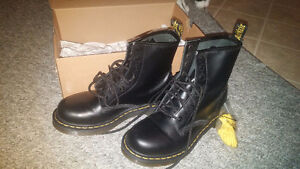 Dr. Martens 1460 Smooth - Women's Size 7 8-Eye Boots
