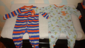 vêtements bébé garçon/ pyjamas 9 mois