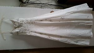 $80.00 Size 6-White wedding dress- never worn