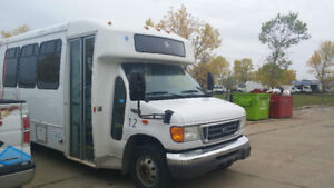2004 Ford E 450  Bus10 passenger with lift/cargo space