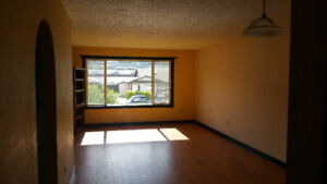 Room in duplex available - Penticton, July 1