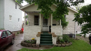 Room for rent/shared house with students