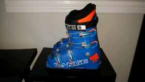 LANGE youth ski boots. Size 3. New last year