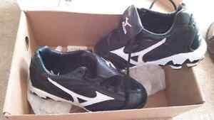 Mizuno 9 spike baseball cleats Regina Regina Area image 1