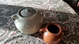 Medalta Bean Pot