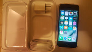 16GB IPHONE 5C FOR SALE - UNLOCKED TO ALL CARRIERS