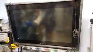 """Smart board with 50"""" screen London Ontario image 2"""