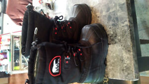 Boys brand new size 2 sorel boots new never worn,