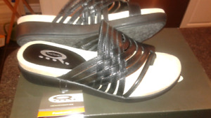 BRAND NEW!! WOMENS BLACK LEATHER SANDALS SIZE 7''