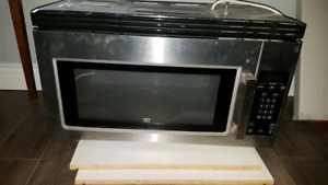 Whirlpool like new over the rang microwave