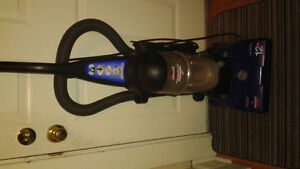 BISSELL  BAGLESS VACUUM  $25 FIRM WORKS GREAT