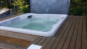 6 people Hot Tub New lower price