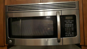 GE Microwave, over the range، almost new, brand new price $629