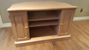 SOLID WOOD TV STAND IN BRAND NEW CONDITION