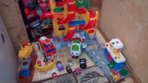 Little People car track/airport landing /construction playset