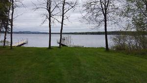 super beau terrain avec vue sur le lac Aylmer