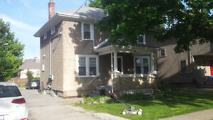 Clean and bright Bachelor Unit in a well maintained 4 plex