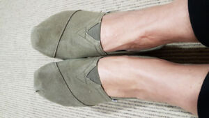 Toms Canvas Shoes Size W 5.5 sage green