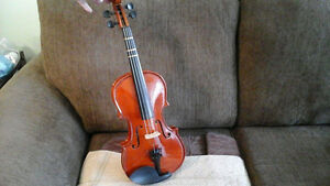 Violon for sale, like new.