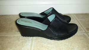 Ladies Size 8.5 Rockport Wedge Leather Sandals