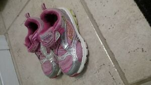 toddler size 6 Saucony runners