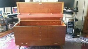 Cedar chest Kingston Kingston Area image 1