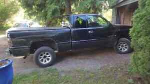Low km 2001 dodge 1500 161.000kms TRADES? FORD OR CHEVY
