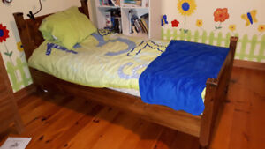 Lit jumeau ou lit simple en bois