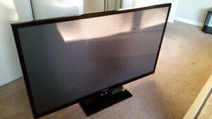 60 INCH SAMSUNG PLASMA TV with broken screen for parts