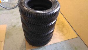 4  pneus hiver 195/65/R15 KUMHO Wintercraft comme neufs