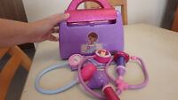 """Doc Mcstuffins carrying bag with """"medical supplies"""""""
