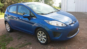 2011 Ford Fiesta -LOW KMS!!!!